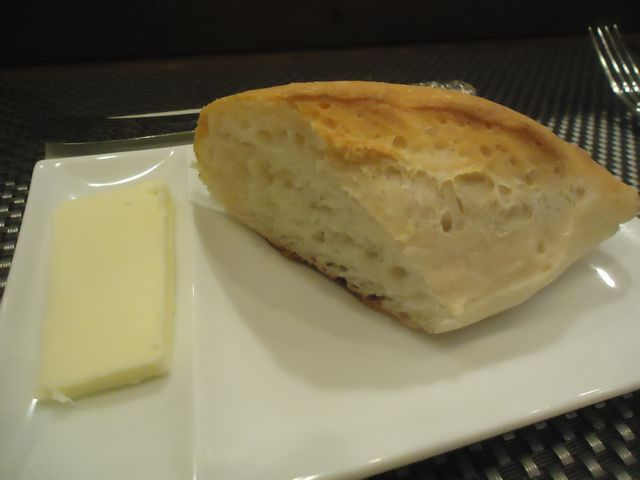 モンプチ05(自家製パン).JPG