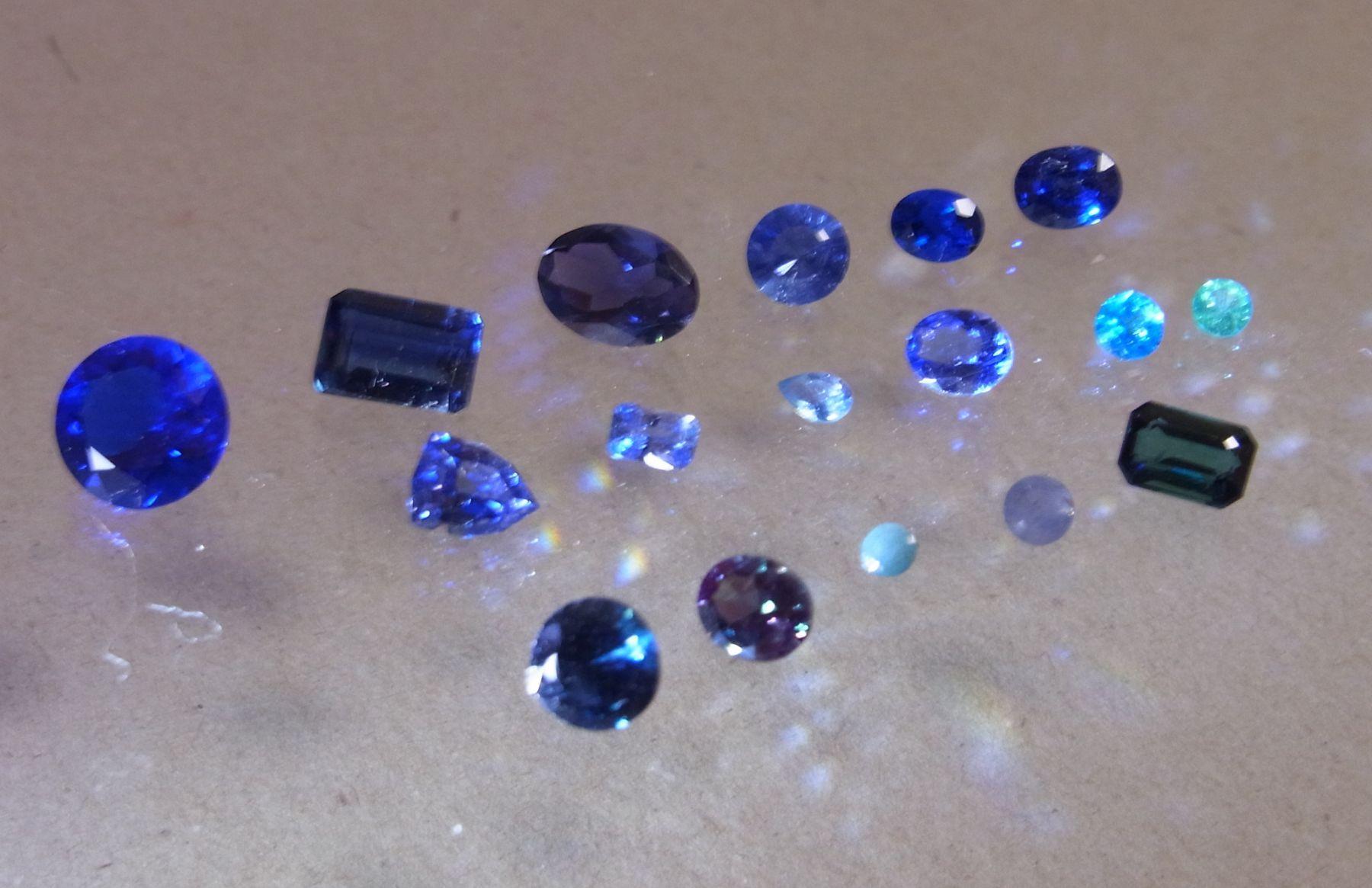 出 藍 より 青 より 青 で は 藍 し て