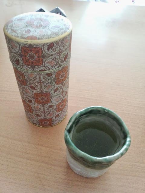 お茶の筒と茶碗