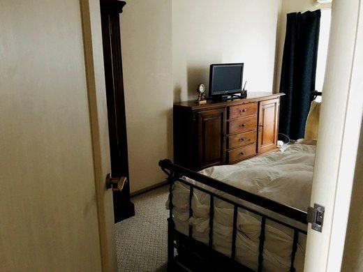 42bd76b6db 新しく購入したアイアンのベッド↓によって、 長年の私の理想の… ホテル住まいや海外生活のような寝室に近づきました。