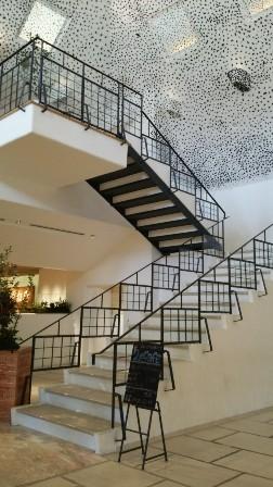 カフェへの階段.jpg
