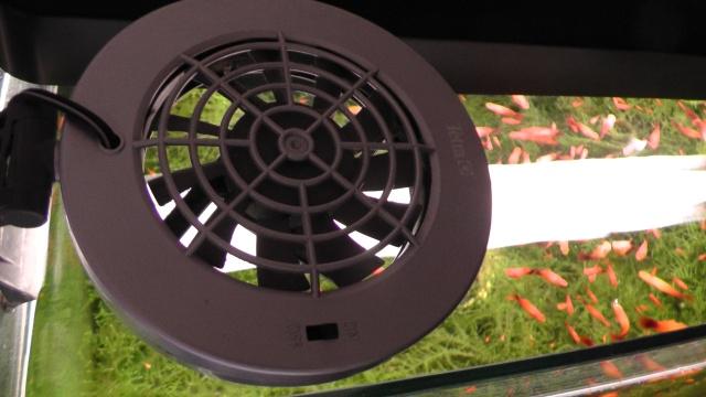 水槽が冷えすぎた時、冷却ファンを停止するサーモスタット