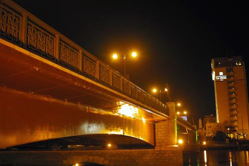 14橋見上夜景.jpg