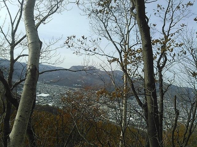 KIMG2340 13:07手稲山と新旧送電線.jpg
