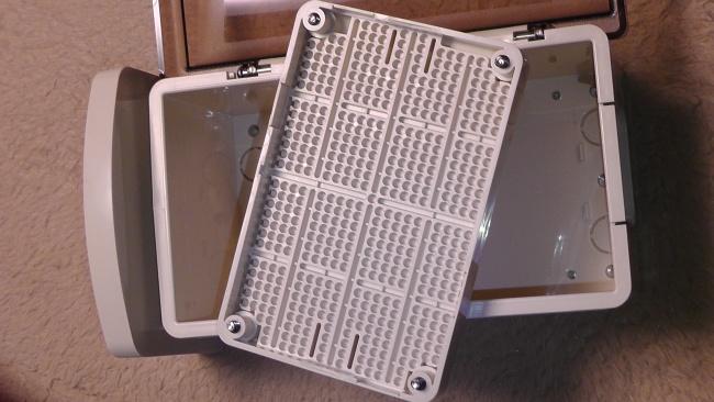 未来工業 ウォルボックス [CWB-DM]の内部にある取付板