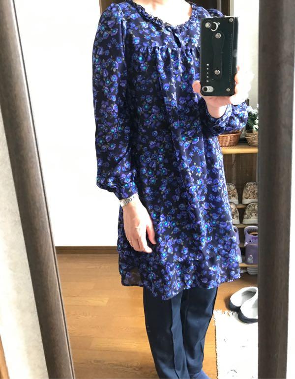 e2032208e3aff 今日の洋服コーディネート、教えて♪ · 紺・青の花柄チュニック、紺パンツ、… (2019-03-28 22 06 17)