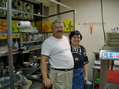 台湾の食堂の夫婦.jpg