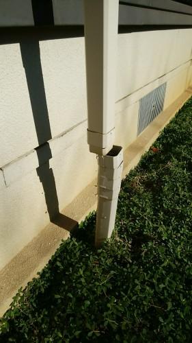 外れていた免震住宅用の雨どい 竪樋(縦樋:タテドイ) ジャバラ