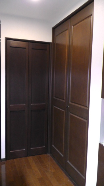キッチンにある階段下収納とパントリー