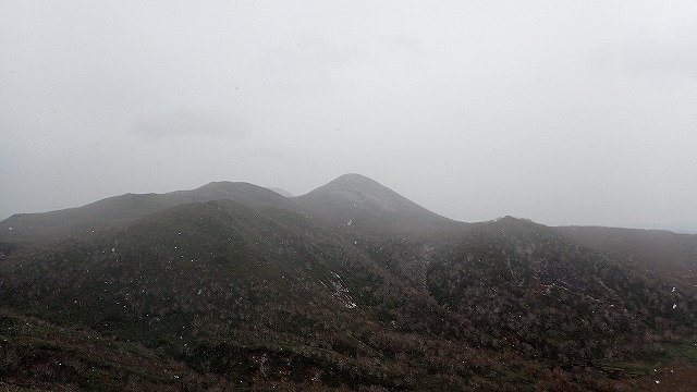 PA221528 10:48シャクナゲ岳とビーナスの丘.jpg