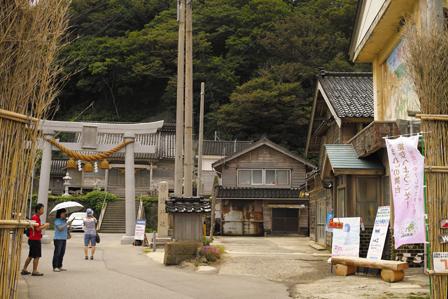 役場と神社.JPG