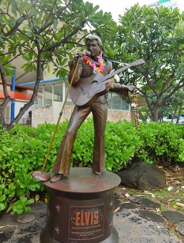 Elvis Presley statue unveiled in Hawaii ハワイ エルヴィス プレスリー 像