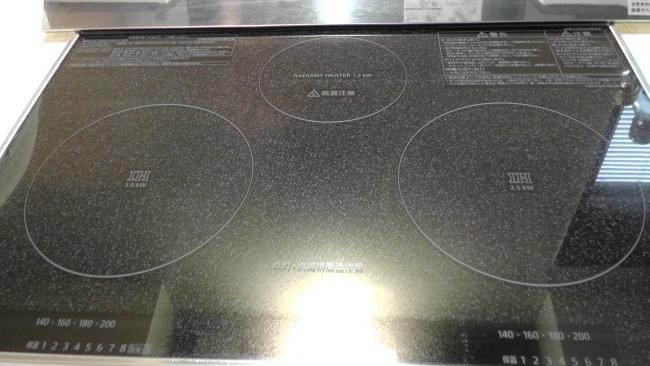 IHコンロのガラストップの焦げ付きを除去