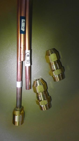 銅管用ジョイント金具を取り付ける