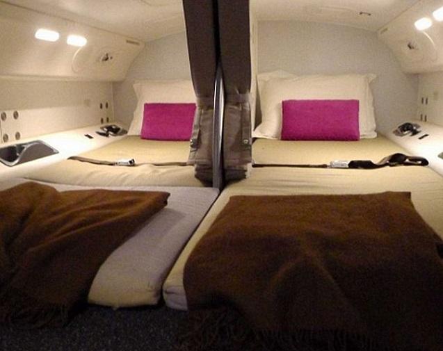 機長 飛行機 ベッドルーム