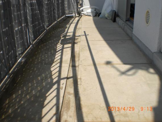 リアル人工芝を、マンションベランダに施工しました。