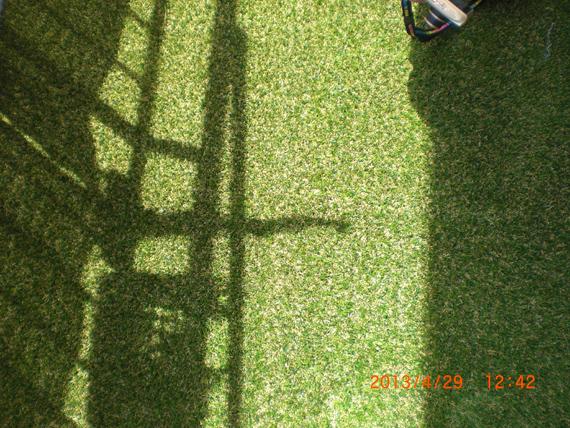 マンションへ人工芝の施工。ジョイントラインわかりますか?