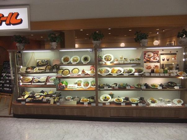 ファミール亀有駅前店のショーケース1