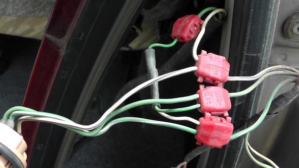 エレクトロタップで接続されたシャインテールキット タウンエースノアのリヤコンビランプを交換