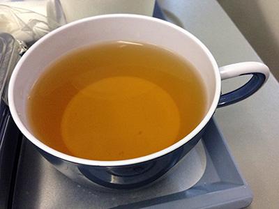 機内食の烏龍茶