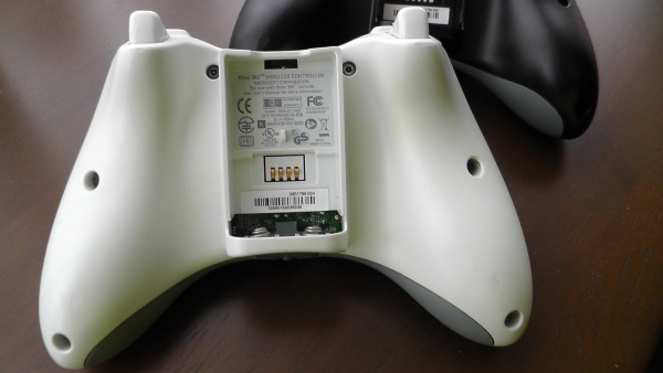 Xbox360コントローラーのネジ穴の位置