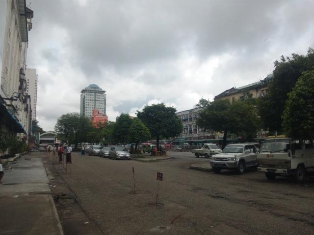 ミャンマー都市部.JPG