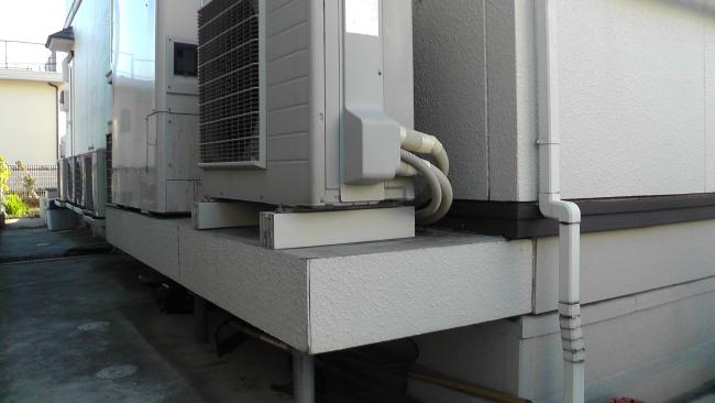 免震架台の上に設置されたエコキュート