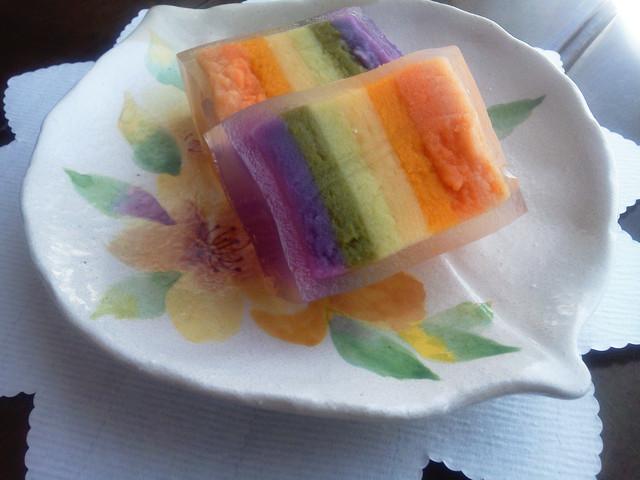 まちかど情報室,虹色羊羹皿