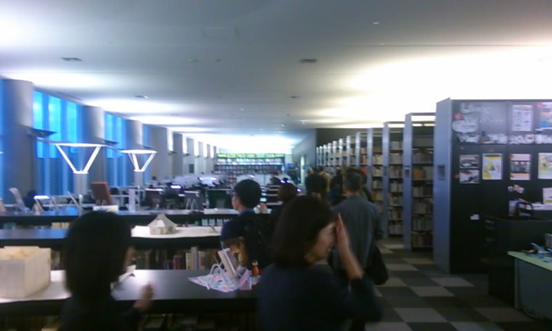 KIMG1665図書館.JPG