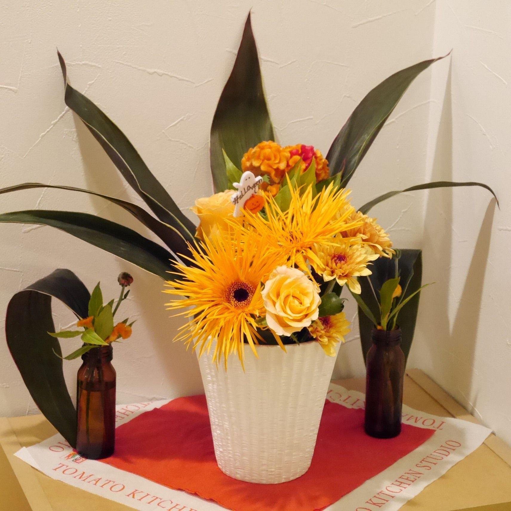 花と料理でハロウィン_内玄関_アレンジ