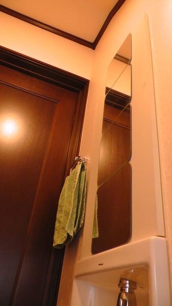 壁埋め込み手洗いの収納 National(Panasonic) 鏡はIKEA