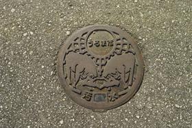 うるま市マンホール1.jpg