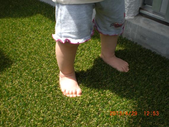 人工芝。お父さんお母さんからのプレゼントです。