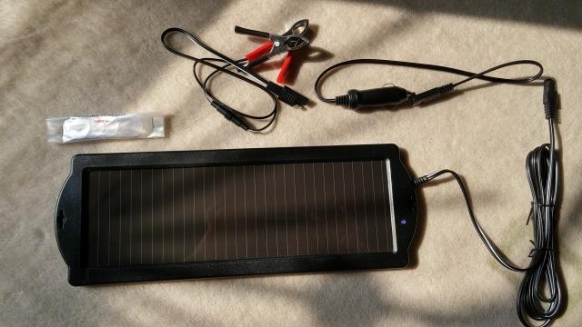 ソーラーチャージャー 充電 バッテリー
