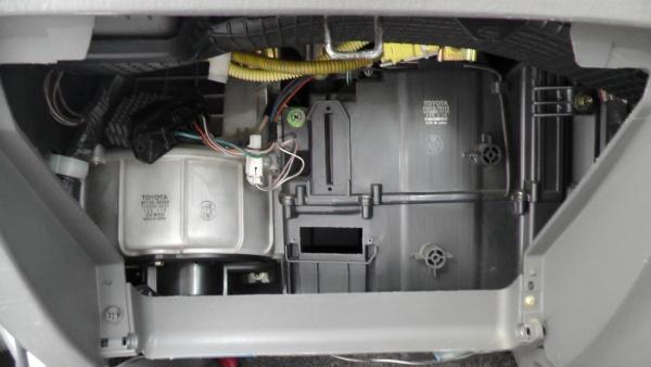 自動車エアコンの熱交換器を洗浄