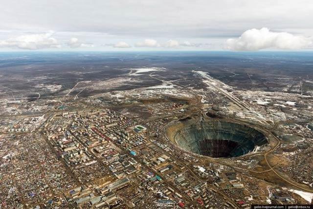 シンクホール シベリア
