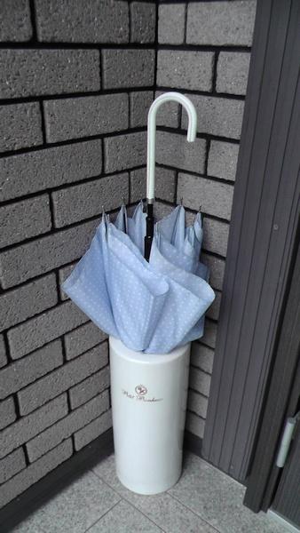 傘1本でいっぱいになる傘立て