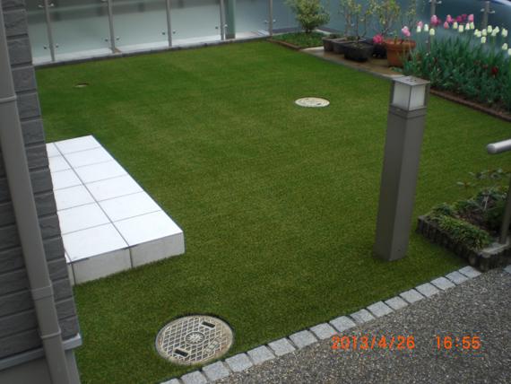 リアルな人工芝の施工完成。