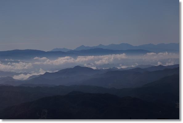栂池ロープーウェイ-4 雲海の向こうに見える八ヶ岳 15.10.3