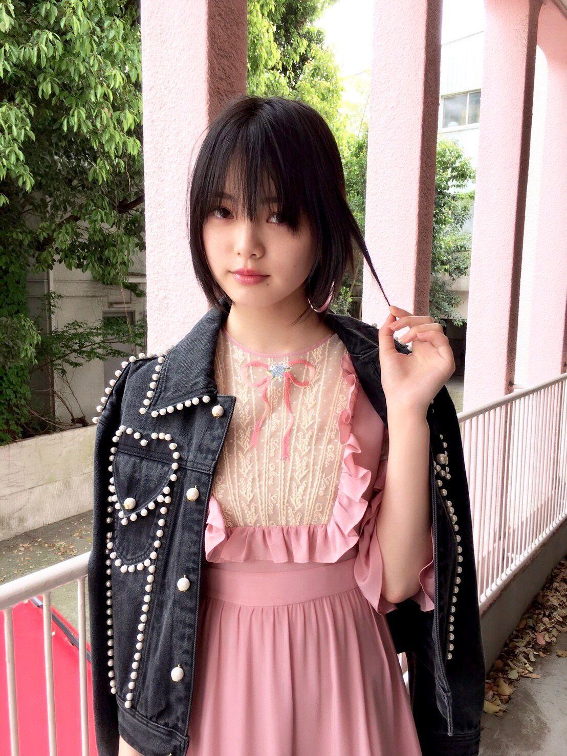 ピンクのドレスの平手友梨奈