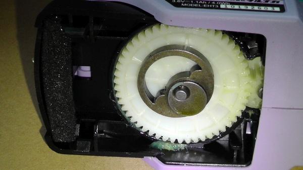 本体下部の歯車 電動バリカン マルナカ エレテカ EHT3