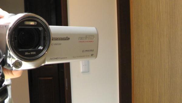 偏光フィルターを付ける前のビデオカメラ