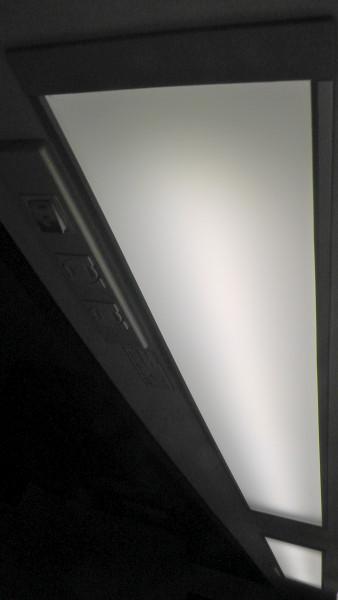 一条工務店のキッチン吊戸棚埋込照明が蛍光灯からLED照明に交換される