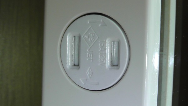 パナソニックの住設機器用埋込扉付コンセントWCF3011W