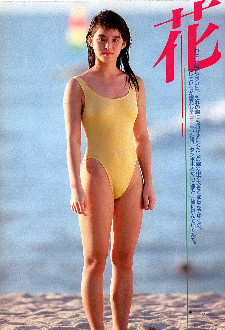 ワンピース水着を着る石田ゆり子