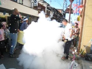 2-10ポン菓子爆発.jpg