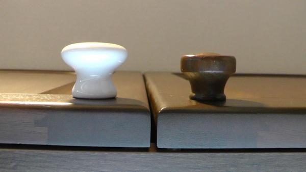 セラミックつまみと純正木製つまみの比較