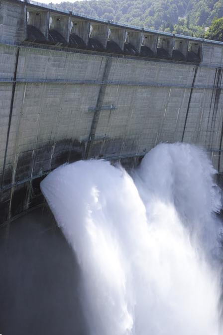 29新展望台から放水.jpg