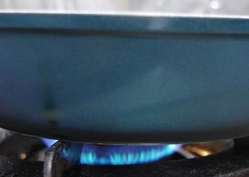 セラフィットフュージョンの油ならし火にかける.jpg