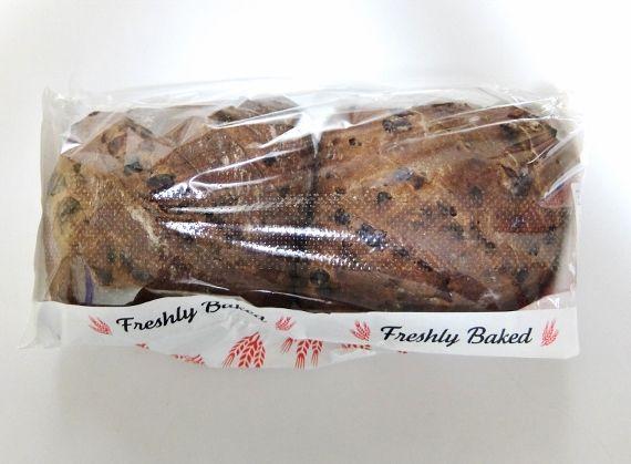 コストコで買った新商品の期間限定 チョコレート クランベリーローフ 998円 美味 パン